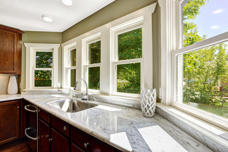 white marble kitchen worktop
